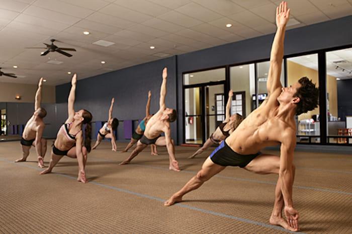 Горячая йога Бикрам йога